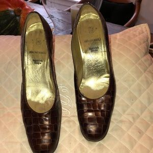 Used Bruno Magli leather 3inch brown heel pumps
